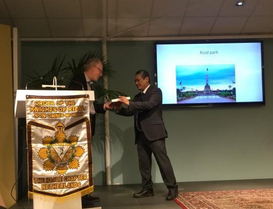 Presentation to ambassador Ledda of the Philippines